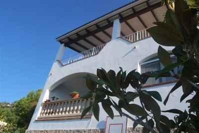 Дом с огромными террасами на первой линии моря на Коста Брава